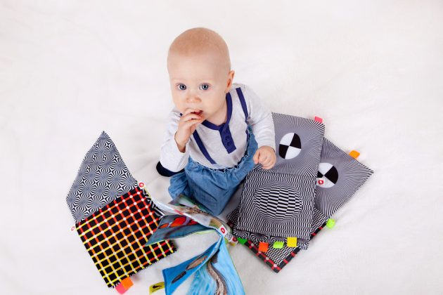 Utilizzare libri per bambini è importante per la loro educazione Montessori