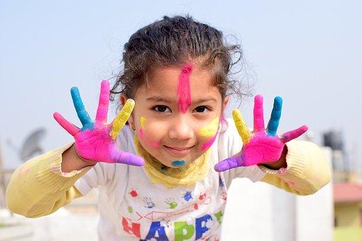 Sviluppare la creatività del bambino giocando con l'arte
